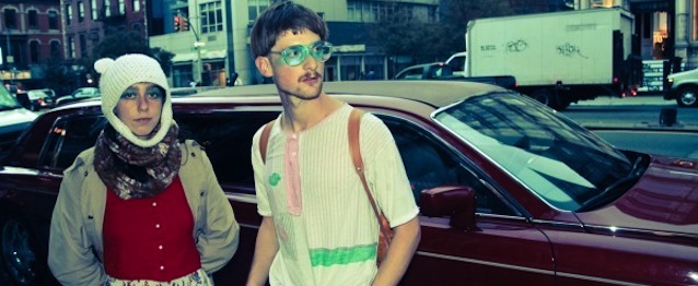 "Blue Hawaii asoman la cabeza con ""Get Happy"""