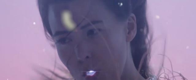 Purity Ring nadan en un mar de paz en su nuevo videoclip
