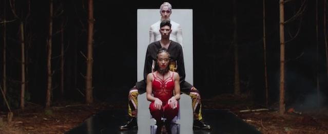 FKA Twigs vuelve a alucinar con su nuevo videoclip