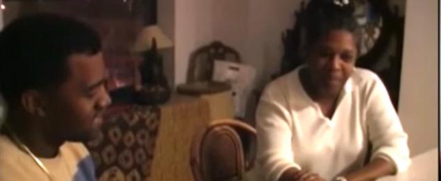 """Kanye West y su madre se rapean el """"Hey Mama"""""""