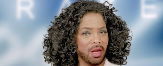 Drake se disfraza de todo dios en su nuevo videoclip