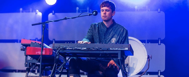 "James Blake toca en vivo ""Radio Silence"""