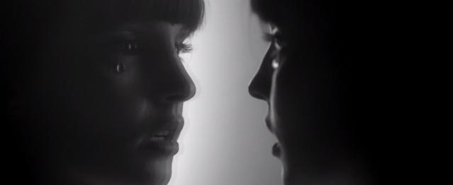 """Chvrches presentan su vídeo para """"Leave A Trace"""""""