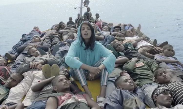"""M.I.A., con los refugiados en el videoclip de """"Borders"""""""