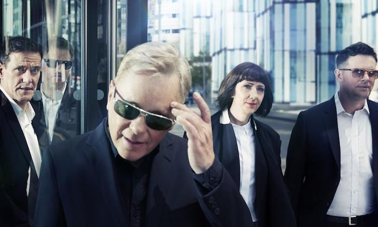 New Order reinterpretarán sus clásicos con una banda de 12 personas al sintetizador