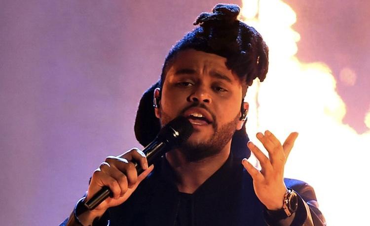 The Weeknd incendia literalmente el escenario de los AMAs