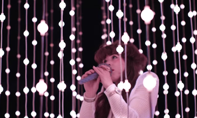 Purity Ring fascinan y brillan en su nuevo videoclip