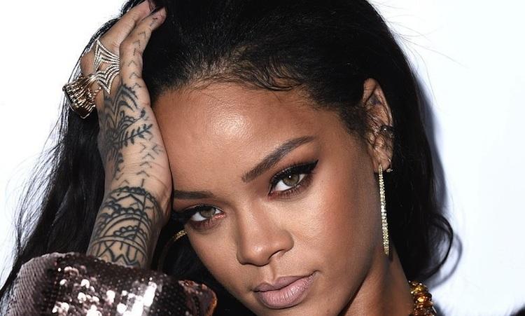 "Rihanna regala su nuevo álbum, ""ANTI"""