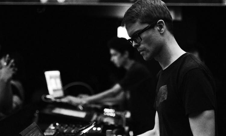 Surgeon lanza a finales de mes álbum de temática espacial