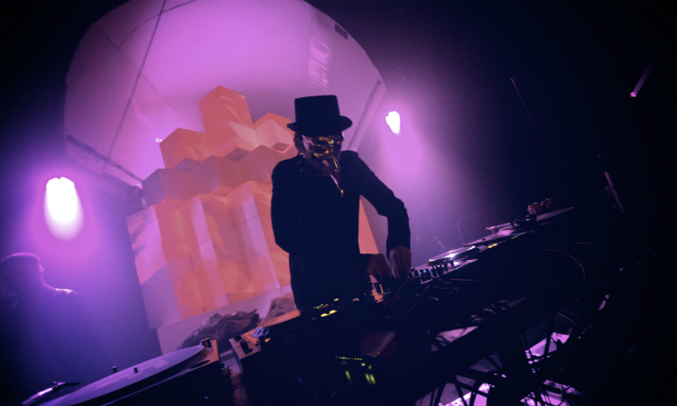 El romanticismo bailable de Claptone inaugura un nuevo Brunch -In The Park