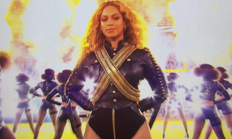 Beyoncé hace sombra a Coldplay en su show de la Super Bowl