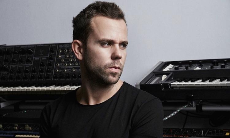 """M83 presenta su nueva canción de ambiente espacial, """"Solitude"""""""