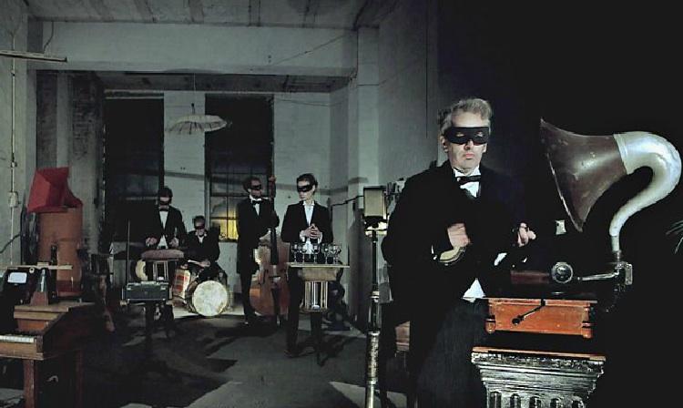 """Escucha """"Blue Monday"""" de New Order como si fuese grabada en los 30"""