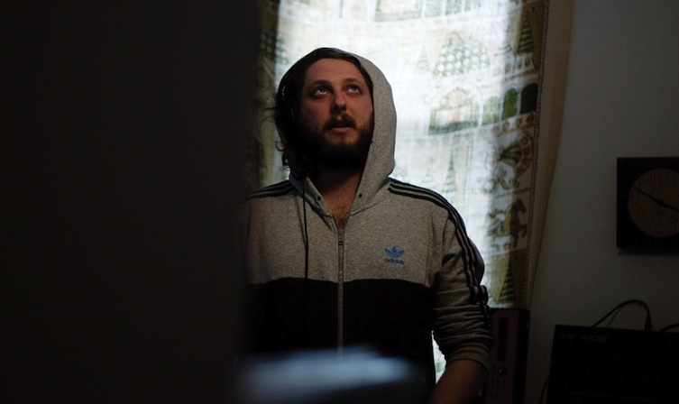 "A.G. Cook crea una dulce remezcla trance para ""Sticky Drama"" de Oneohtrix Point Never"