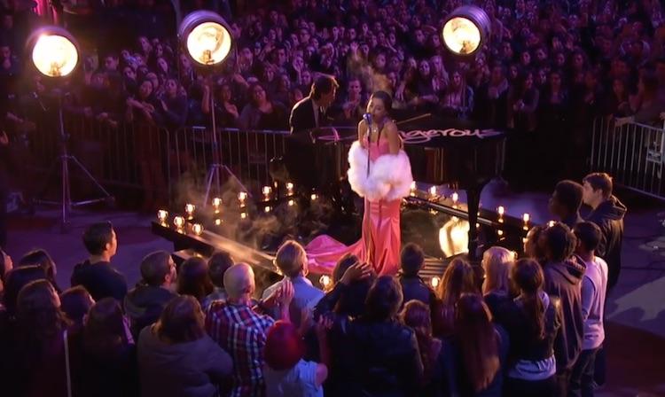 Ariana Grande abruma con una actuación humeante en los MTV Movie Awards