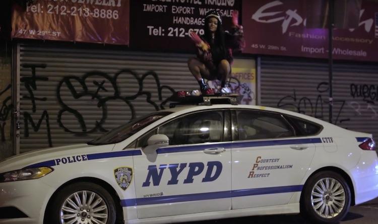 Azealia Banks se ríe de sus problemas con la justicia en su nuevo vídeo
