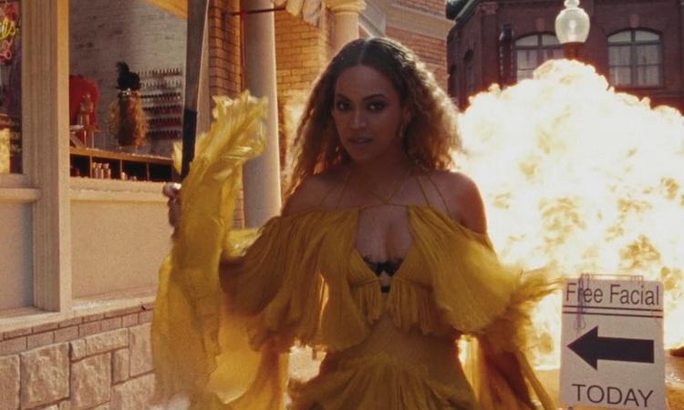 Beyoncé lanza disco (casi) por sorpresa