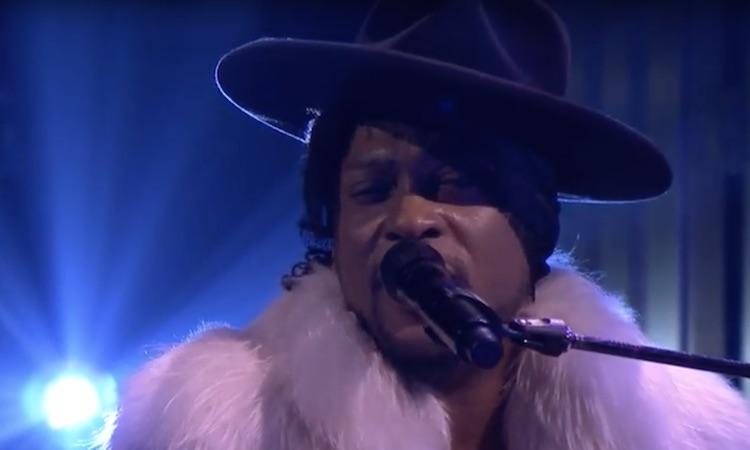 D'Angelo rinde tributo a Prince en el show de Jimmy Fallon