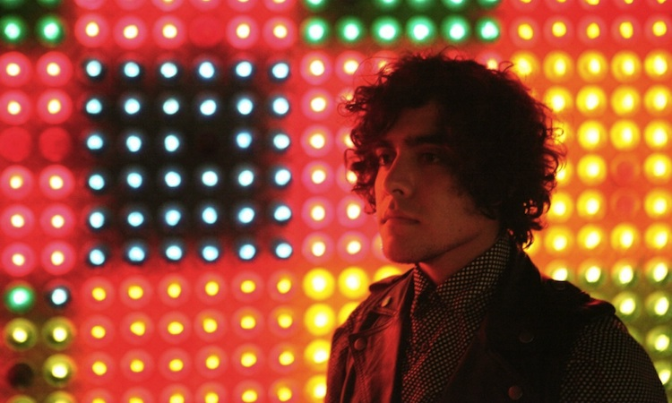 Neon Indian y Holy Ghost! crean el himno disco perfecto para el fin de semana