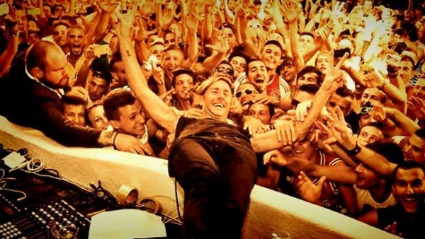 stage-diving-hawtin