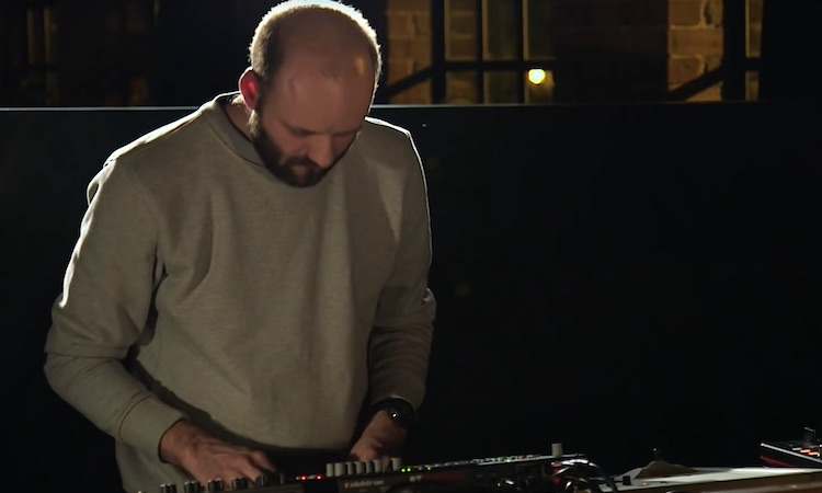 Andy Stott muestra en vivo uno de sus nuevos temas