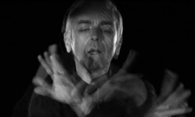 Underworld hipnotizan en su nuevo videoclip