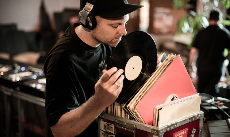 DJ Shadow entrega un Essential Mix con novedades y clásicos