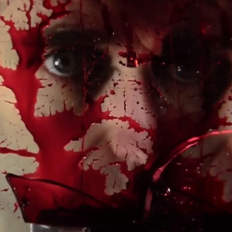 Chromatics estrenan videoclip con estética de film de terror