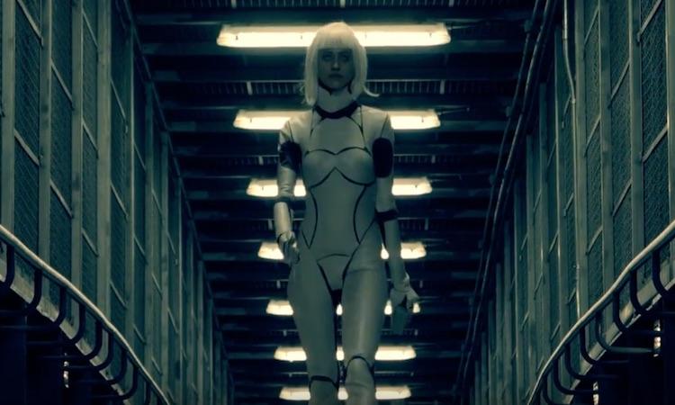 Zombies en un futuro distópico en el vídeo de John Carpenter