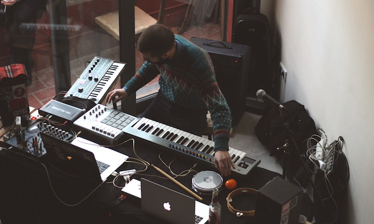 Niño, tratado de música nada absurda y anti-artificial