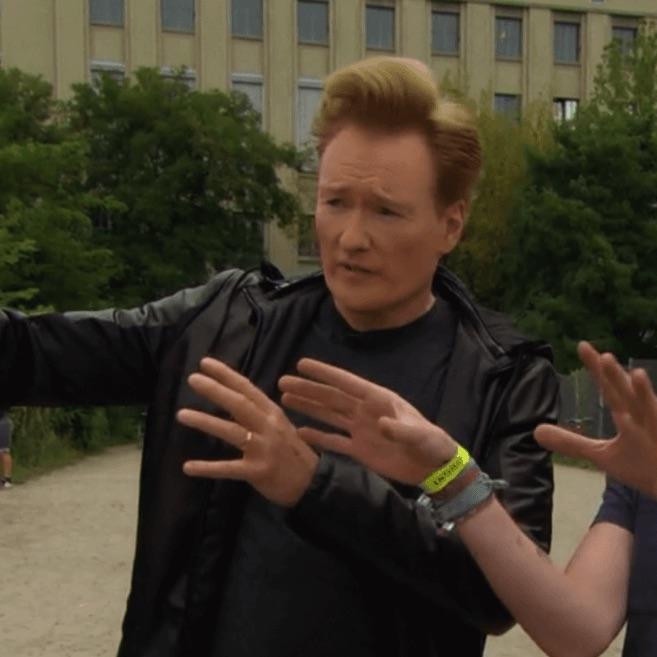 Mira el sketch en el que deniegan la entrada de Conan O'Brien en Berghain