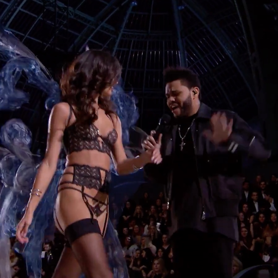 "The Weeknd interpreta ""Starboy"" desde la pasarela del Victoria's Secret Fashion Show"