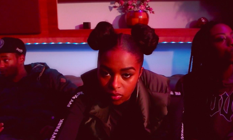 "El joven talento UK Nadia Rose estrena videoclip de su reciente ""Highly Flammable"""