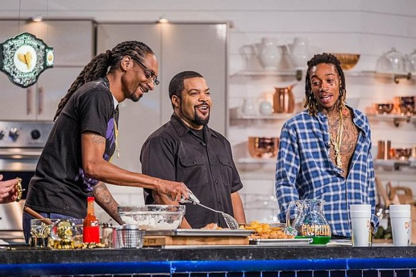 Rapper-and-actor-Ice-Cube-cooks-up-some-munchies-on-the-Martha-Stewart-show-with-Snoop-Dogg-and-Wiz-Khalifa