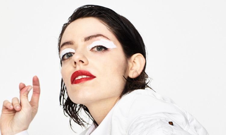 """BFlecha estimula todos los sentidos en su nuevo single, """"Rutas Circulares"""""""