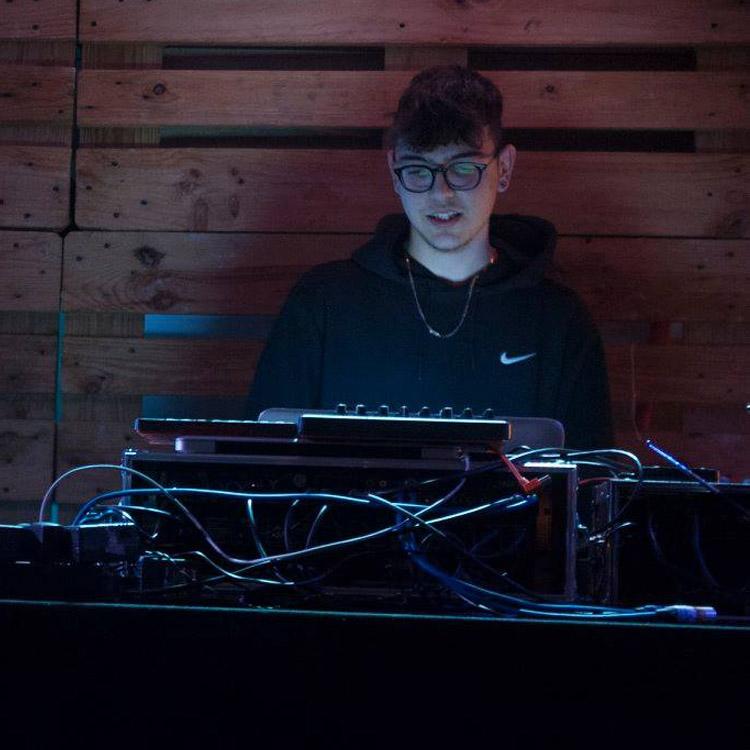 El precoz beatmaker Enry-K se estrena como vocalista en solitario