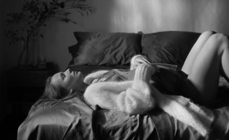 Una Natalie Portman embarazadísima protagoniza el nuevo vídeo de James Blake