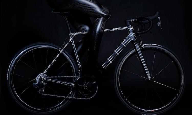 Kraftwerk diseñan una bicicleta que se estrena en el Tour en 187ª posición