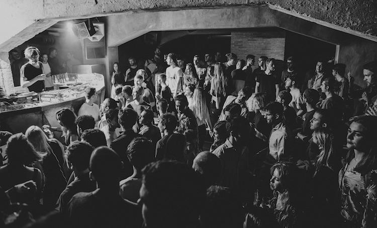 Sobredosis de vinilos para la noche del viernes con Onur Özer en Sigh